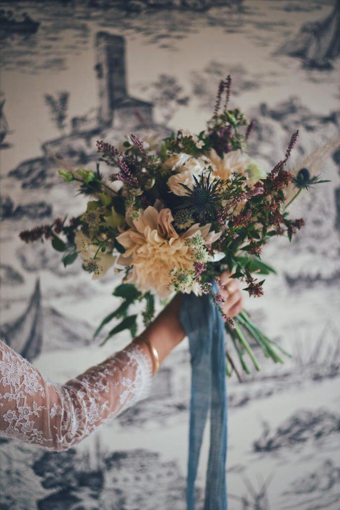 habiller vos bouquet de mariée avec un ruban de soie