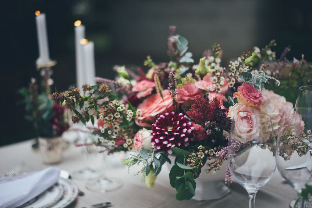 un centre de table coloré et poétique